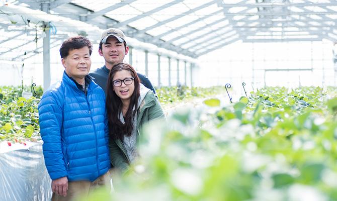 越谷いちご須賀農園の家族写真